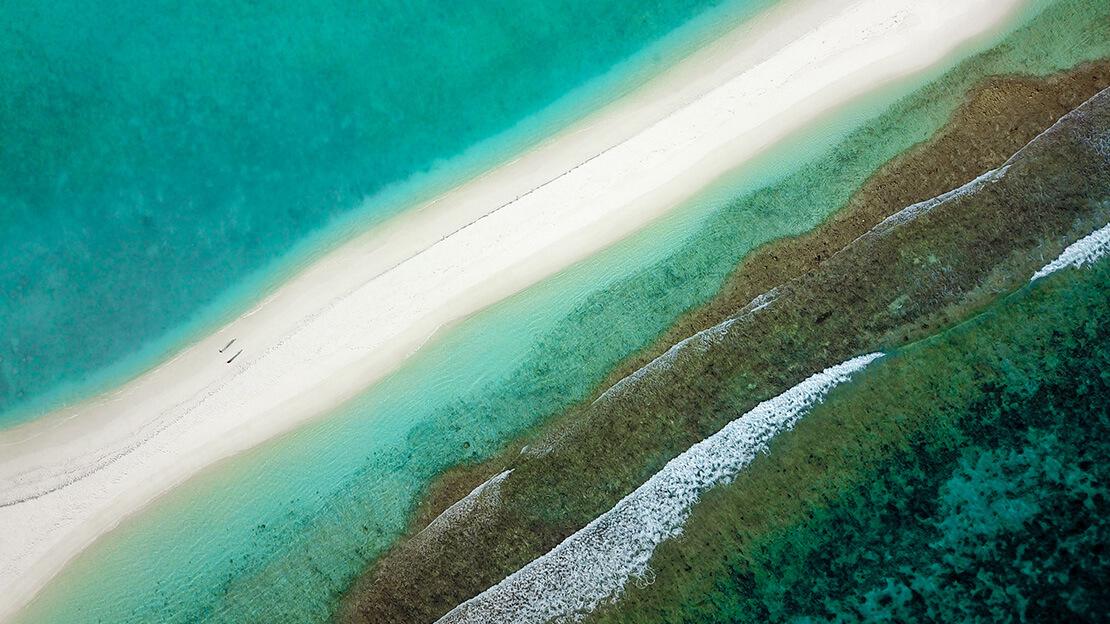 Strandabschnitt aus der Vogelperspektive.