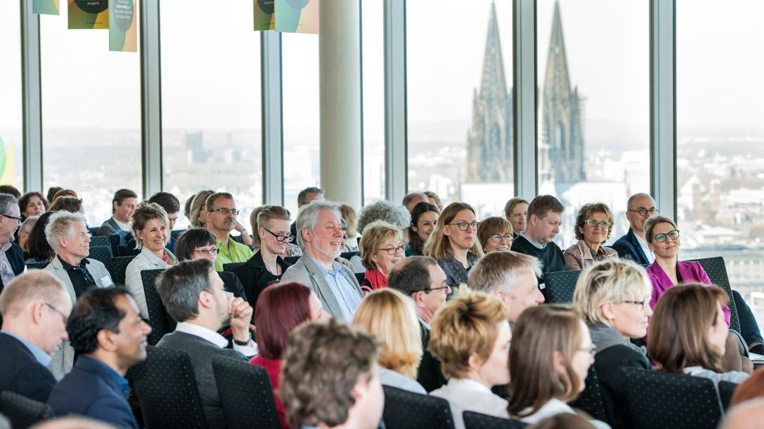 Publikum bei der Veranstaltung.