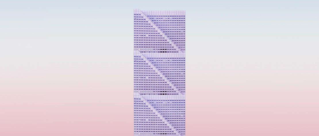 Modell, welches an ein Hochhaus erinnert, vor rosafarbenen Hintergrund.