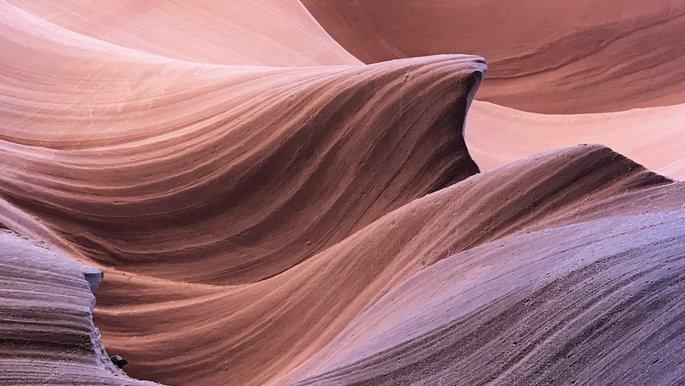 Geschwungen geformter Sandstein