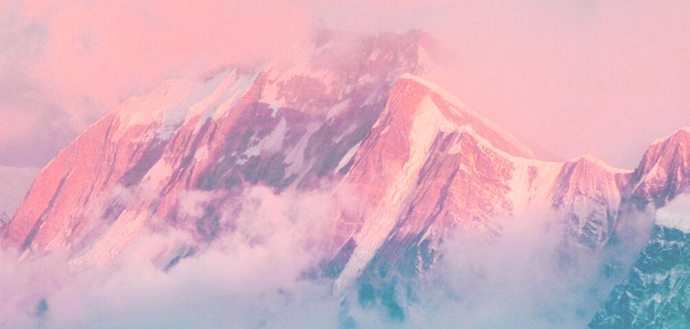 Ein Berg mit Wolken